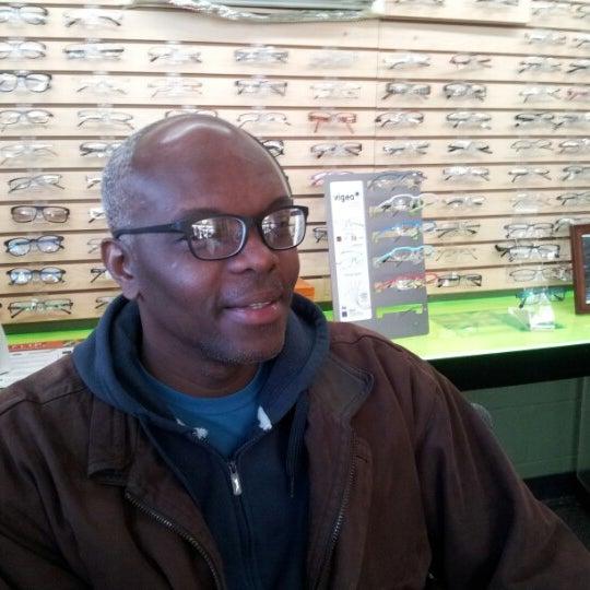 Photo prise au Smith's Opticians par Kerwin M. le12/13/2012
