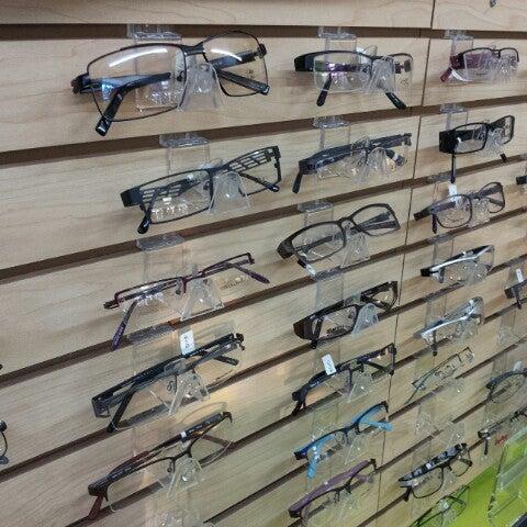 Photo prise au Smith's Opticians par Kerwin M. le11/28/2012