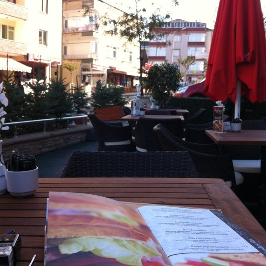 Foto tomada en Del Moon Coffee & Food & Hookah por Sezgin A. el 11/5/2012