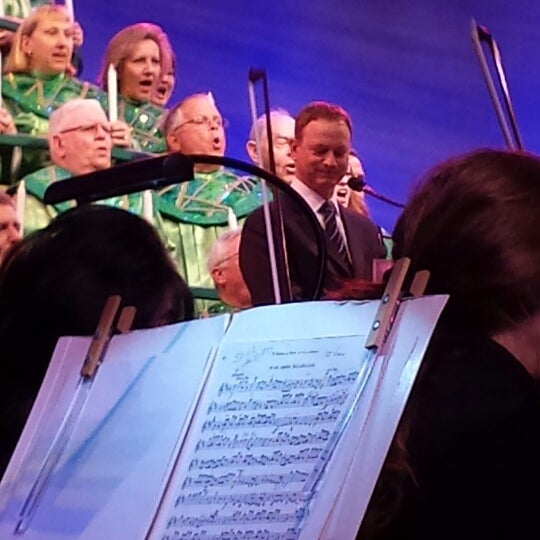 Epcot Candlelight Processional Dining Package Tips: Walt Disney World Resort