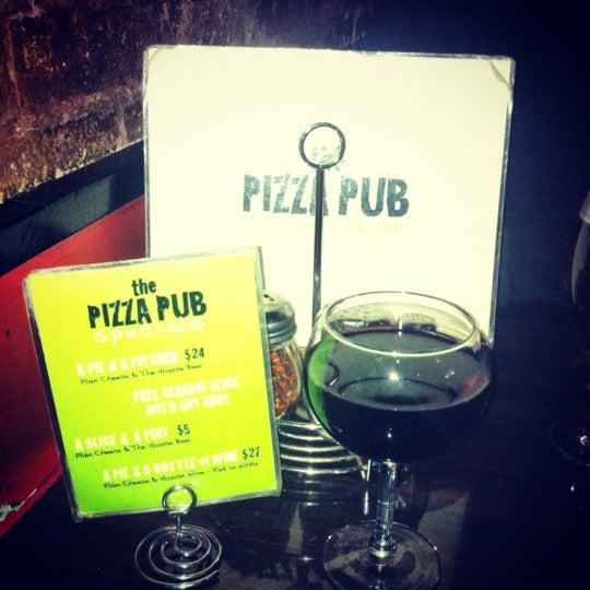 Foto scattata a The Pizza Pub da Sara R. il 11/17/2012