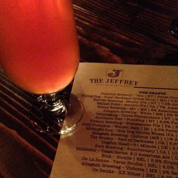 Foto tomada en The Jeffrey Craft Beer & Bites por CraftBeer A. el 9/21/2013