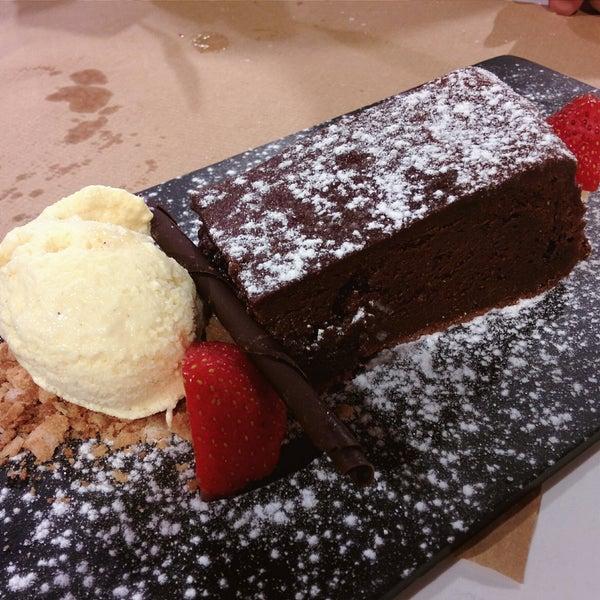 Todo riquísimo! Calidad-precio👌. Raciones generosas. Creo q son los postres más ricos q he probado (brownie y carrot cake ARTESANOS). La calidad de todo buenísima!🙌 A mi lista d favoritos va!