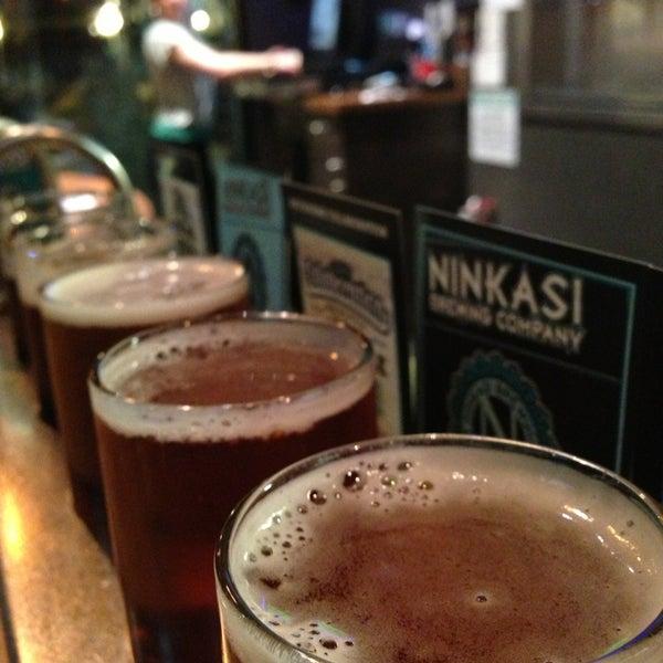 Foto diambil di Ninkasi Brewing Tasting Room oleh KEEN pada 4/3/2013