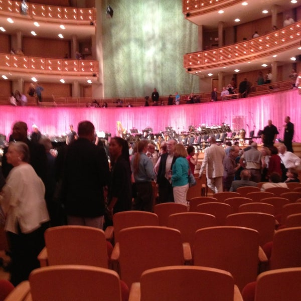 Foto tirada no(a) Adrienne Arsht Center for the Performing Arts por Sharon N. em 1/12/2013