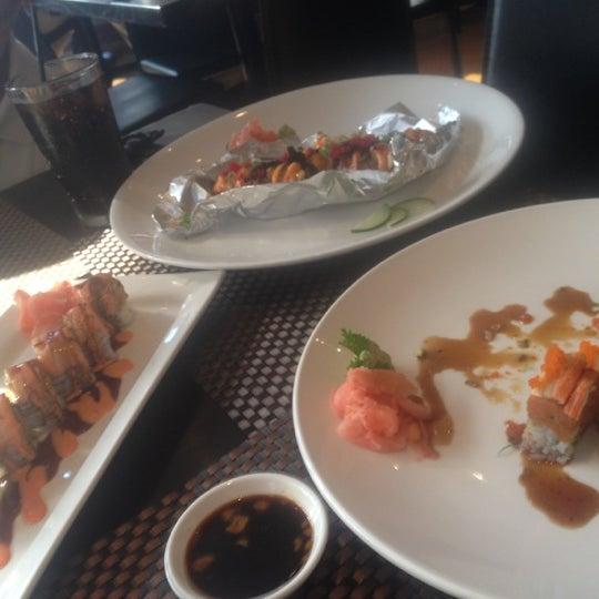 Foto scattata a Koi Fine Asian Cuisine & Lounge da Christina M. il 10/24/2012
