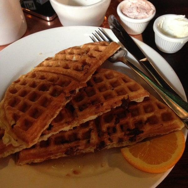 4/17/2013 tarihinde Michael T.ziyaretçi tarafından Good Enough to Eat'de çekilen fotoğraf