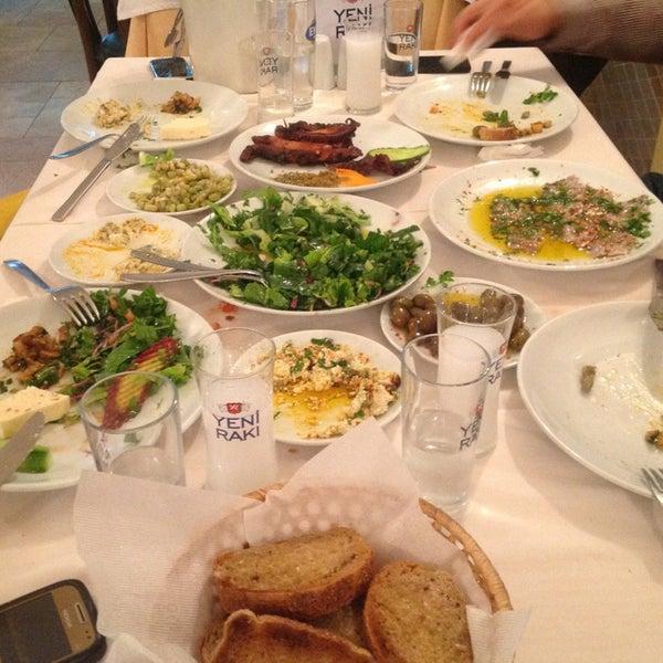 Foto scattata a Neighbours Restaurant da Cagdas D. il 1/14/2013