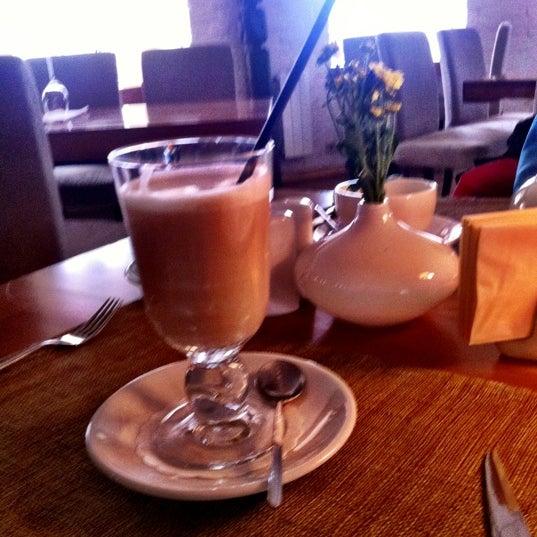 Photo prise au Le Bouchon Café par Oksana B. le11/10/2012