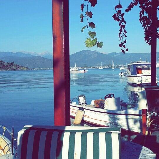 Foto tirada no(a) Fethiye Yengeç Restaurant por Güldoğan A. em 10/29/2015