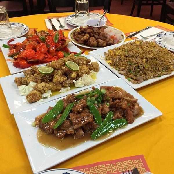 1/12/2015 tarihinde Chifa Du Kang Chinese Peruvian Restaurantziyaretçi tarafından Chifa Du Kang Chinese Peruvian Restaurant'de çekilen fotoğraf