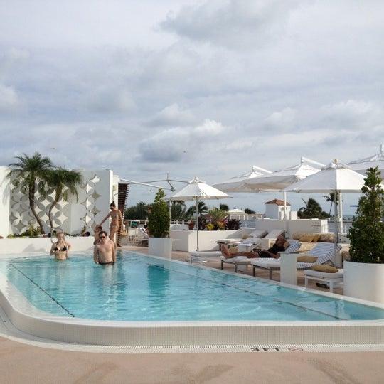 12/5/2012にCynthia D.がHighbar - Pool·Bar·Skyで撮った写真