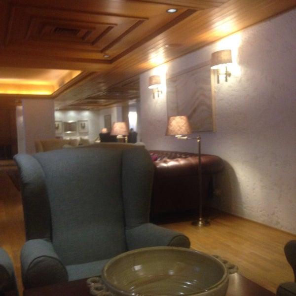 Foto scattata a Herodion Hotel da Kat M. il 9/15/2015