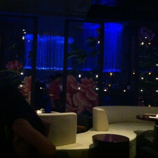 Photo prise au HaChi Restaurant & Lounge par Julia Y. le11/1/2012