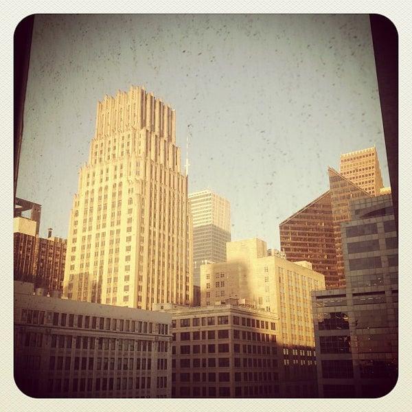 รูปภาพถ่ายที่ Magnolia Hotel โดย Lindy G. เมื่อ 11/6/2012