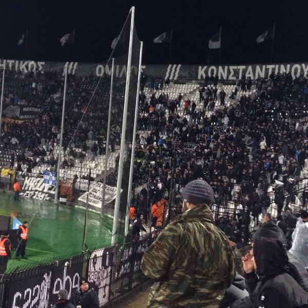 รูปภาพถ่ายที่ Toumba Stadium โดย Βούλα Κ. เมื่อ 11/24/2013