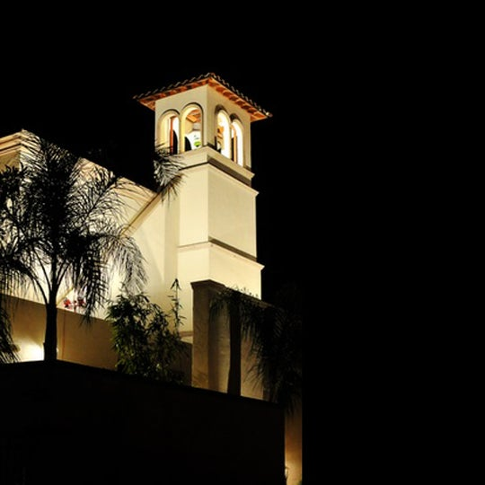 Foto diambil di The Bell Tower on 34th oleh The Bell Tower on 34th pada 10/31/2014