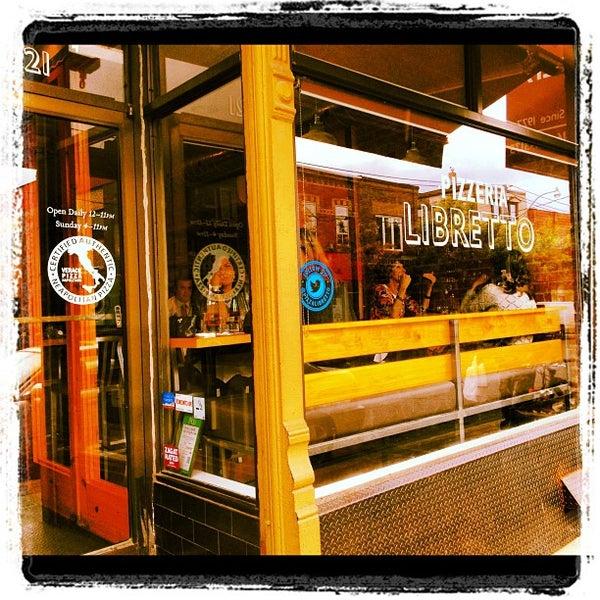 Photo prise au Pizzeria Libretto par Glad Kraw (. le9/29/2012