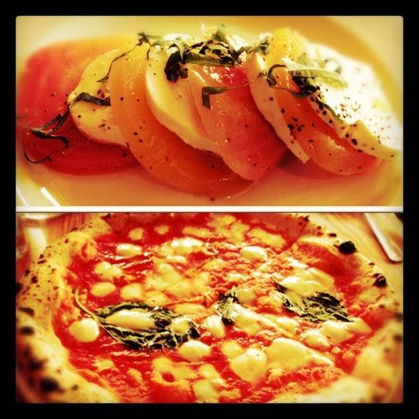 Photo prise au Pizzeria Libretto par Glad Kraw (. le10/18/2012