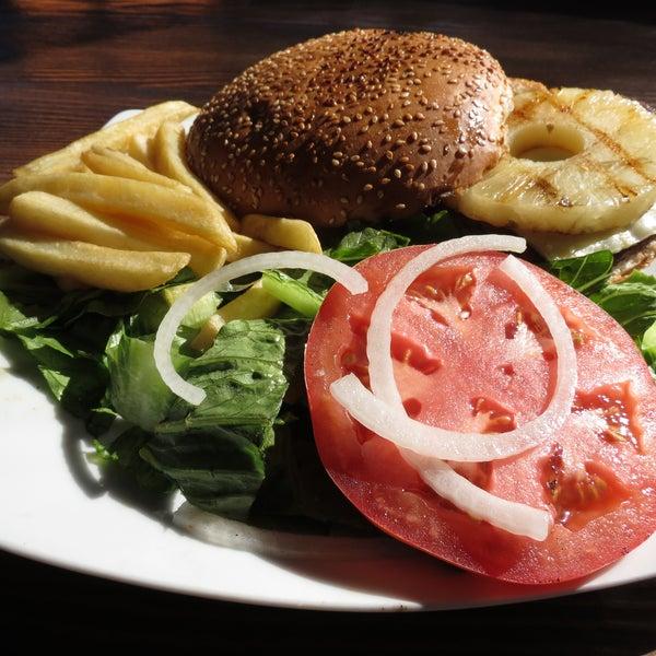 No puede faltar nuestra hamburguesa gurmete, en verdad esta de rechupete!!!