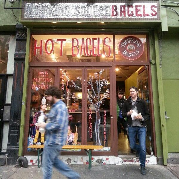1/13/2013 tarihinde Fabrice G.ziyaretçi tarafından Tompkins Square Bagels'de çekilen fotoğraf