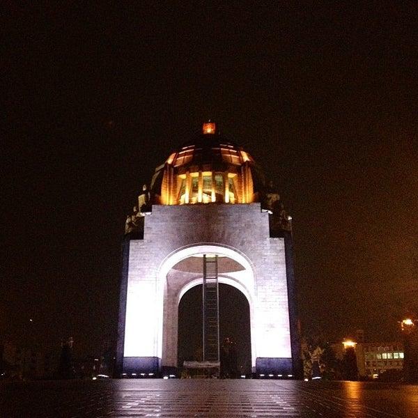 Foto tomada en Monumento a la Revolución Mexicana por John V. el 6/15/2013