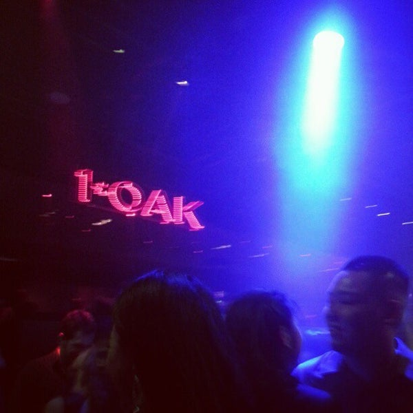 Photo prise au 1 OAK Nightclub par Ally F. le12/15/2012