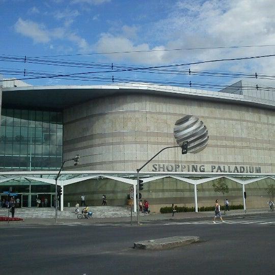 Foto tirada no(a) Shopping Palladium por Anderson C. em 10/24/2012