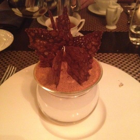 Foto tomada en Brasserie Pushkin por Alina Alya G. el 7/18/2012