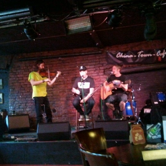 Das Foto wurde bei China Town Café von Dmitry M. am 6/21/2012 aufgenommen