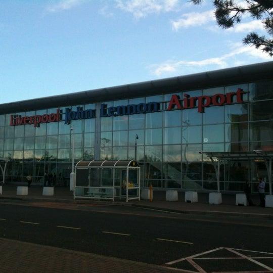 รูปภาพถ่ายที่ Liverpool John Lennon Airport (LPL) โดย Mart P. เมื่อ 11/1/2011