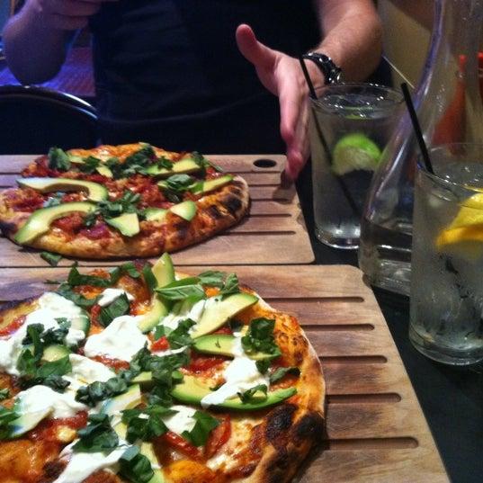 8/12/2012 tarihinde Giselle C.ziyaretçi tarafından The Luggage Room Pizzeria'de çekilen fotoğraf