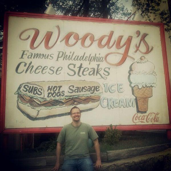 Foto scattata a Woody's Famous CheeseSteaks da Smash A. il 7/30/2012