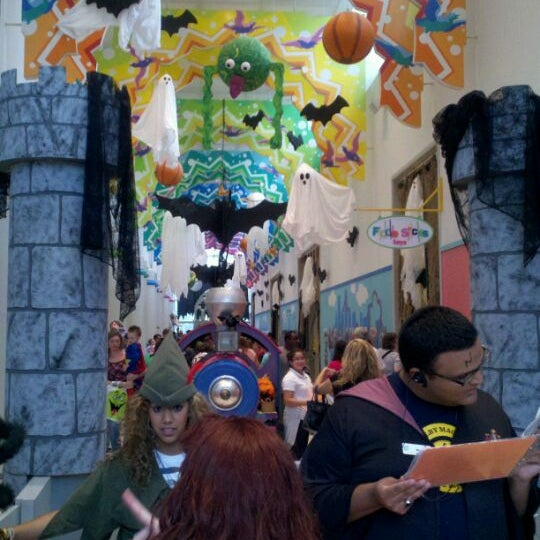 Photo taken at Children's Museum of Houston by Kirbie S. on 10/27/2011