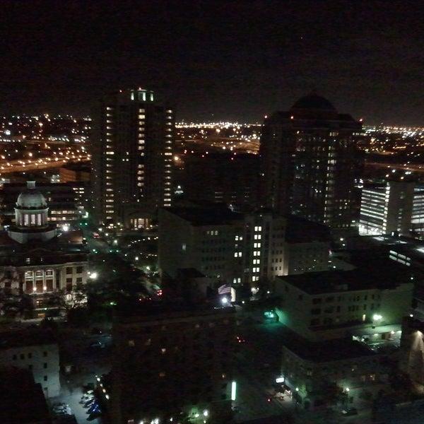 Снимок сделан в Magnolia Hotel пользователем Matthew S. 11/26/2011