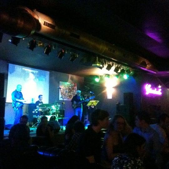 Снимок сделан в Bobino Club пользователем Suraj A. 11/6/2011