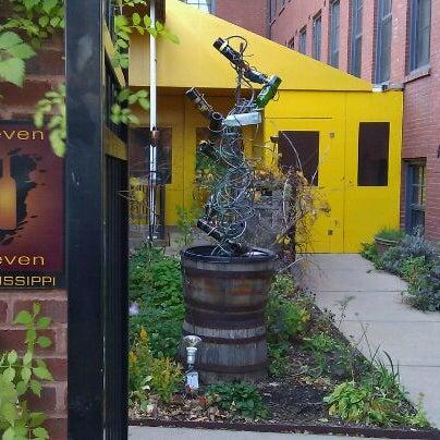 Foto diambil di Eleven Eleven oleh Chelly pada 11/11/2011