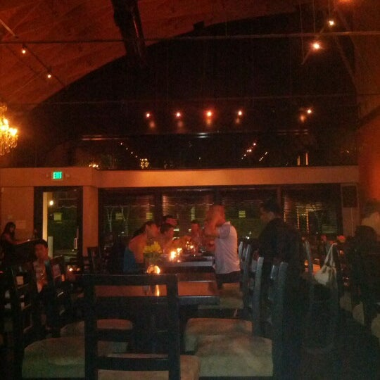 Foto diambil di The Glendon Bar & Kitchen oleh Carrie P. pada 7/21/2012