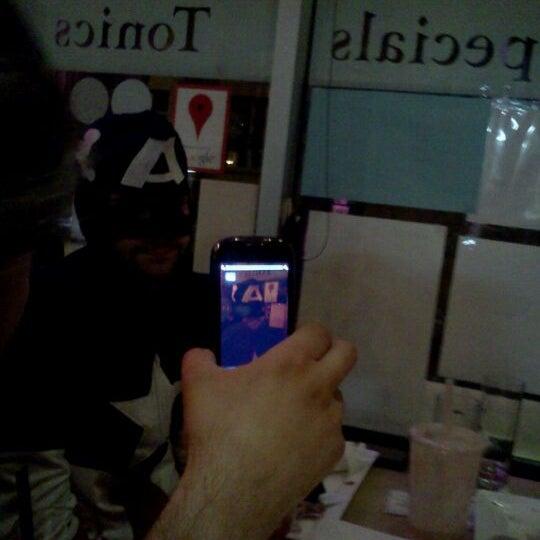 รูปภาพถ่ายที่ Tea Zone & Camellia Lounge โดย Scott L. เมื่อ 10/22/2011