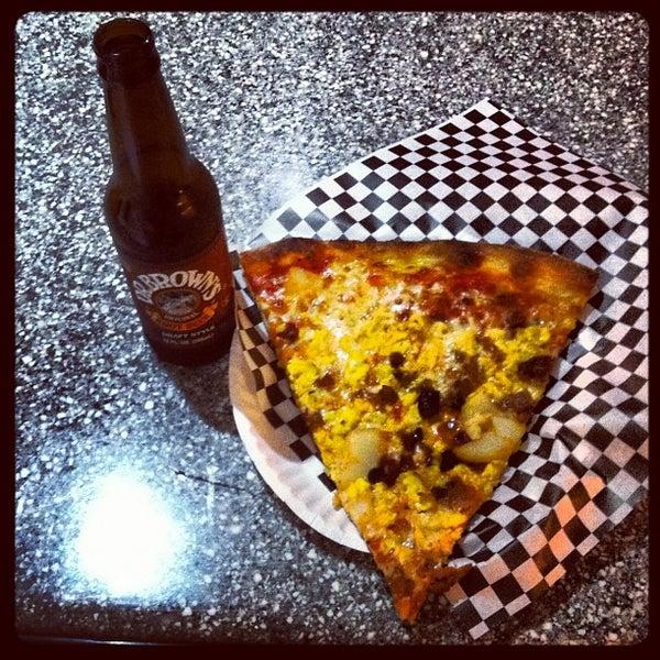 Снимок сделан в Pop Up Pizza пользователем Dr. Adam P. Z. 8/25/2012