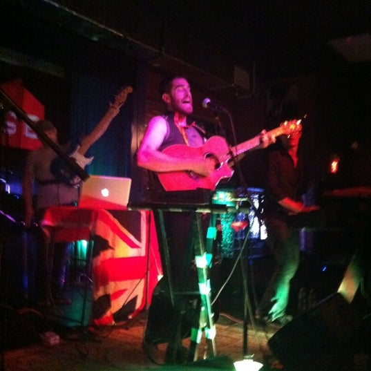 Foto tomada en The Stage por Colleen D. el 8/5/2012