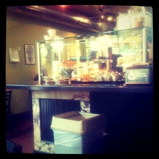 Foto diambil di On the Hill Cafe oleh Cleo M. pada 7/19/2011