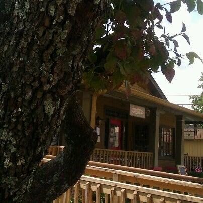 Foto tomada en Sweet Potato Café por Phyllis C. el 8/23/2012