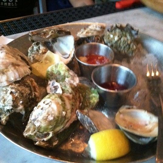 Foto scattata a Hank's Oyster Bar da Anthony S. il 5/27/2012