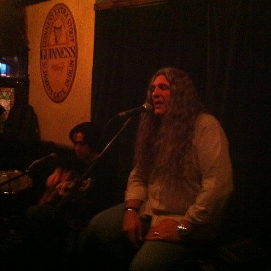 Foto scattata a All Black Irish Pub da Augusto F. il 5/2/2012