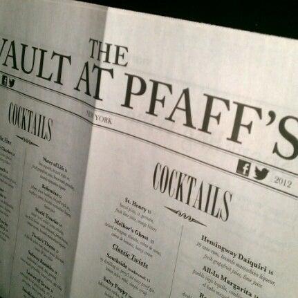Photo prise au The Vault at Pfaff's par N'jaila R. le8/17/2012