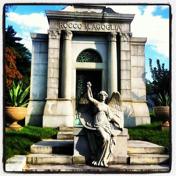 Foto tomada en Green-Wood Cemetery por Richard C. el 8/29/2012
