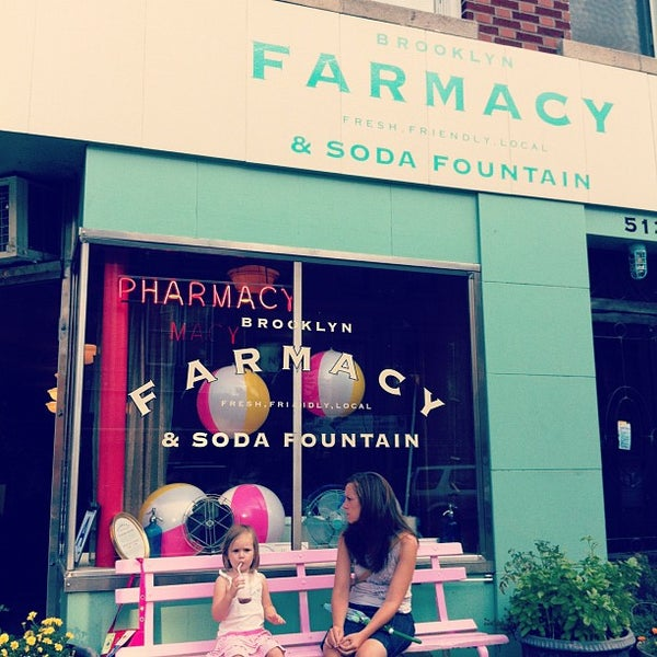 Foto scattata a Brooklyn Farmacy & Soda Fountain da Cindy T. il 8/26/2012
