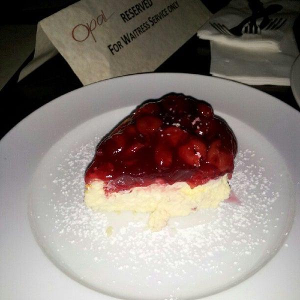 Das Foto wurde bei Opal Bar & Restaurant von Okeli T. am 6/10/2012 aufgenommen