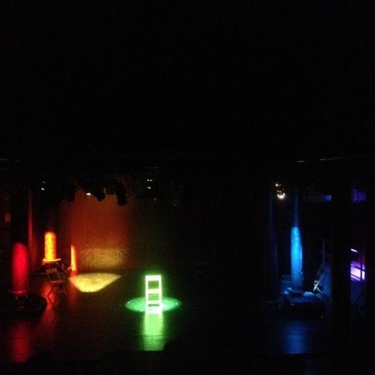 Das Foto wurde bei New Ohio Theatre von Haejin H. am 5/23/2012 aufgenommen